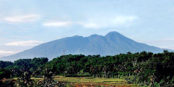 Kisah Mistis di Balik Keindahan Gunung Salak
