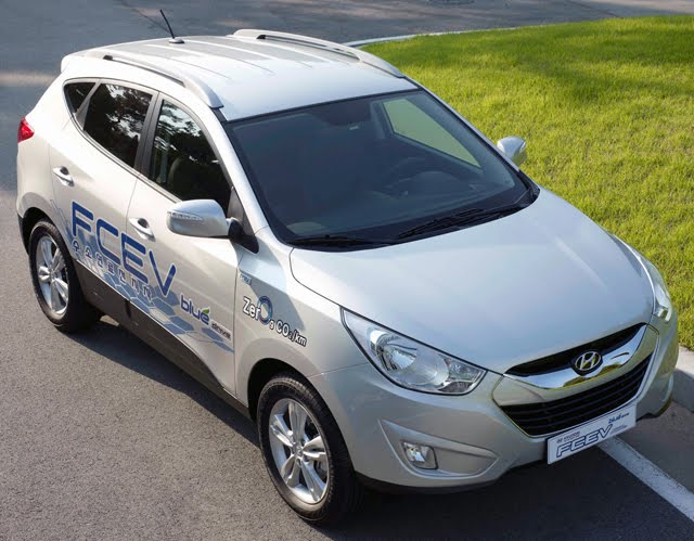 tusconfcev Hyundai Unveils Tucson iX FCEV, Mass Production Planned for 2015