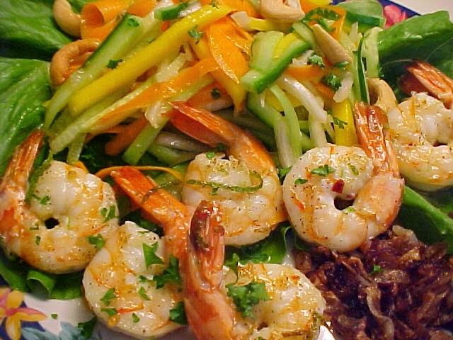 Salade de crevettes Thaïe à la mangue, lime, sauce à l'ail