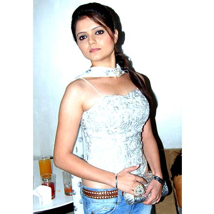 actress rubina dilak hot pics in saree latest images hot
