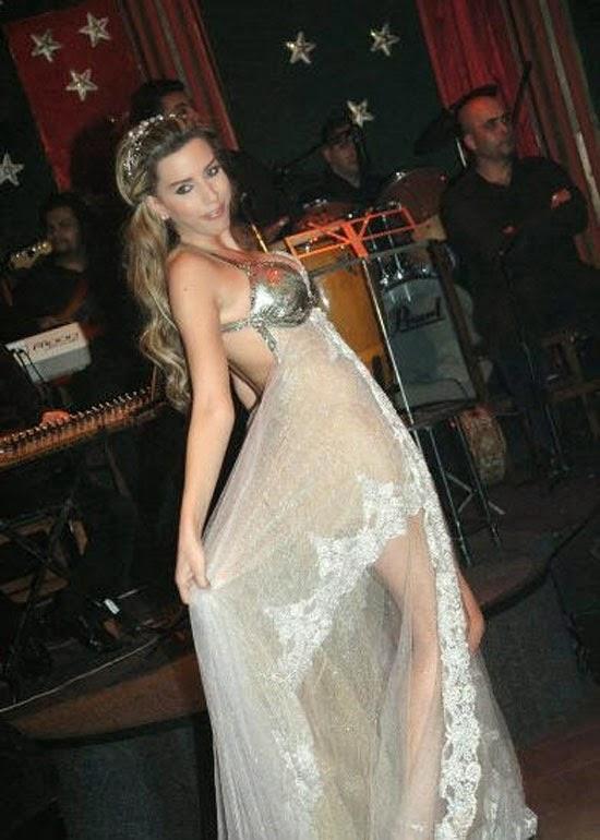 المغنية اللبنانية دانا