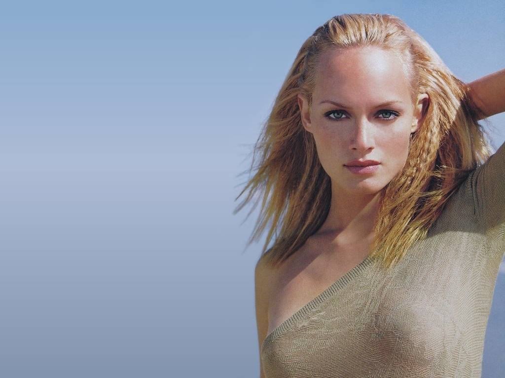 amber valletta naked pics
