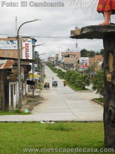 Calle de ingreso a Rioja (Perú)