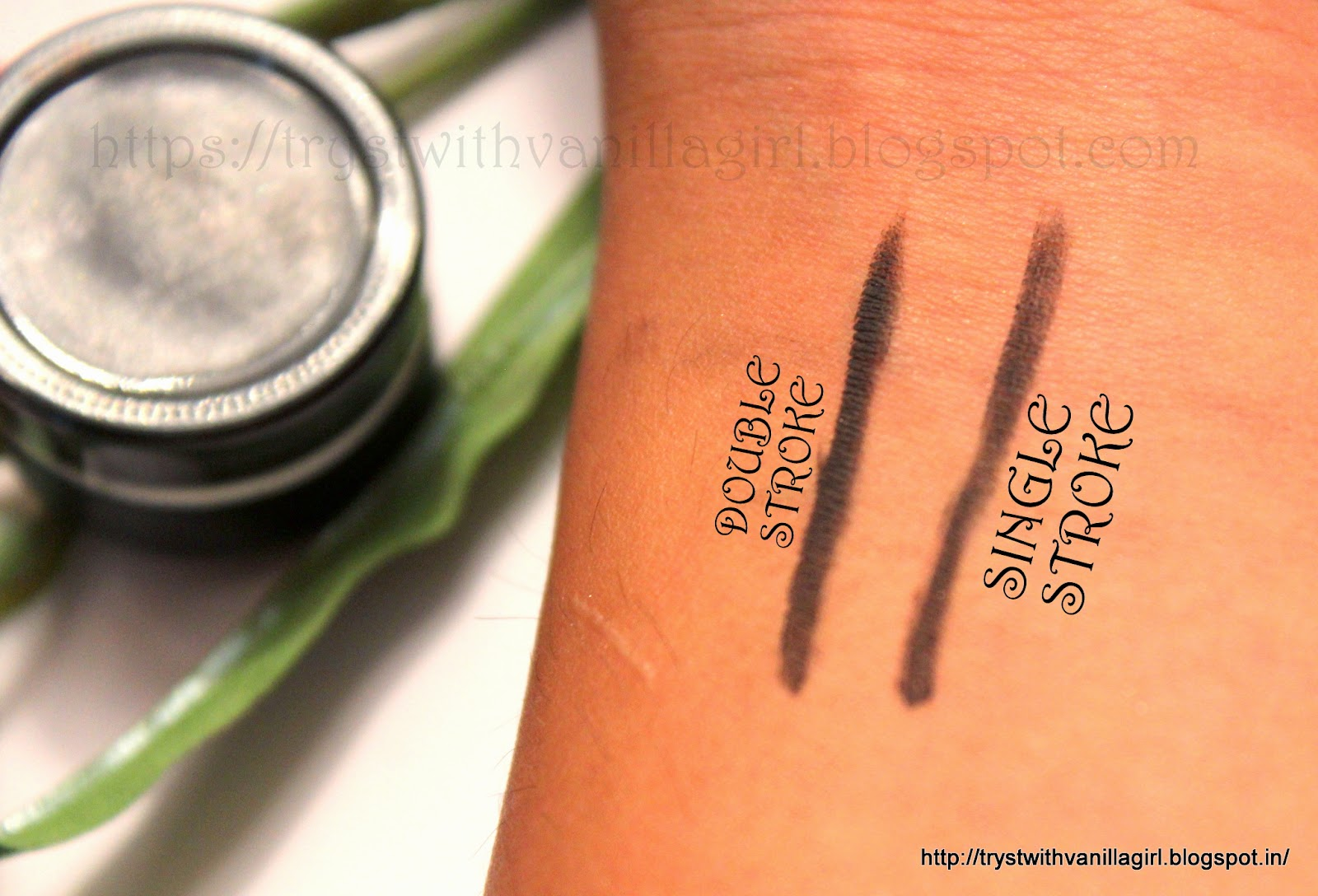 MAC FLUIDLINE BLACKTRACK/GEL LINER,SWATCH