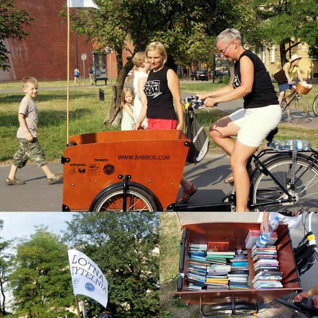 Książki z roweru towarowego w Krakowie podczas Lotnej Czytelni