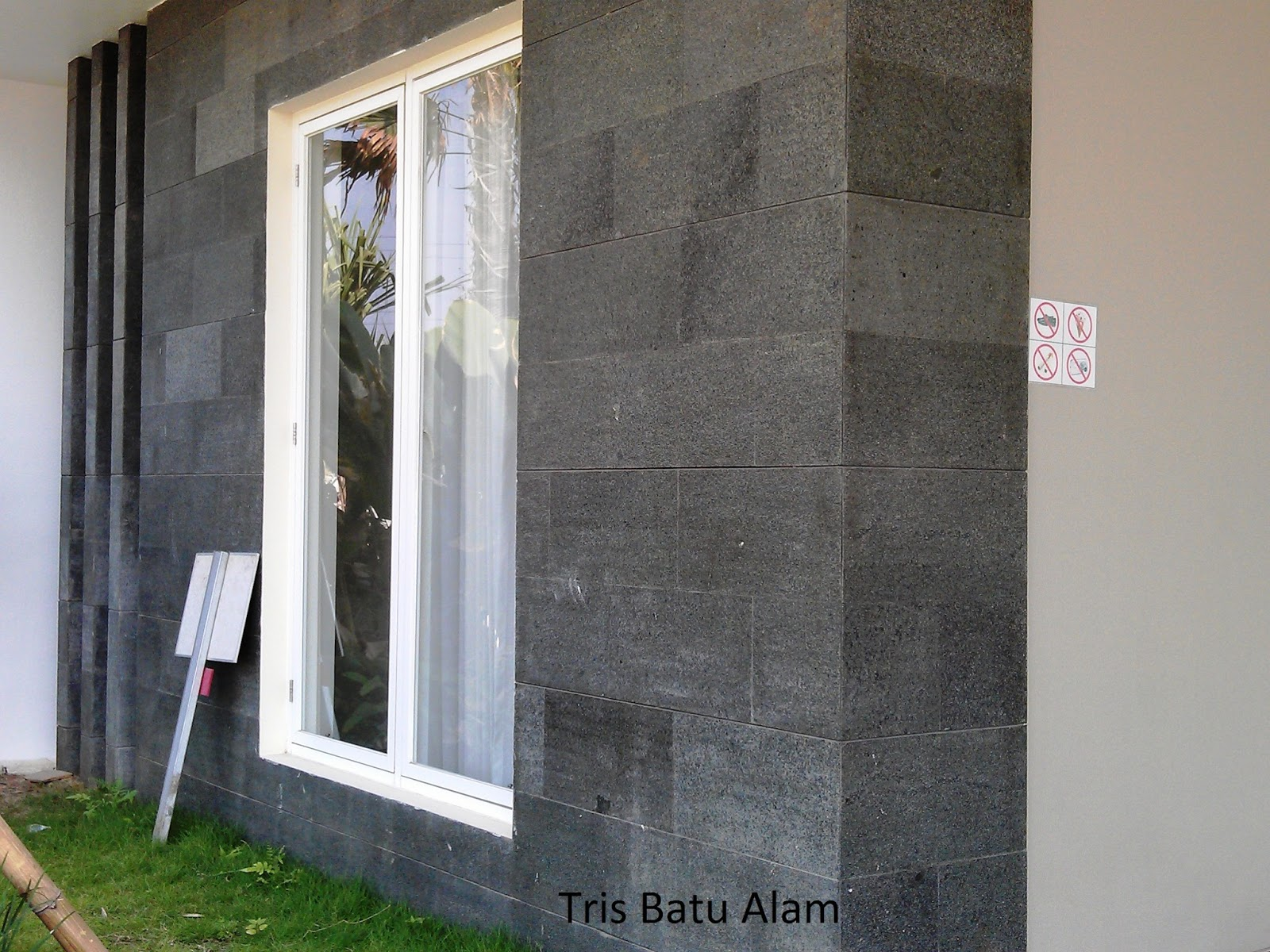 batu alam andesit bakar hijau model minimalis dinding