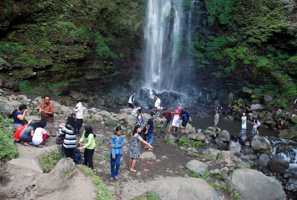 Wisata Coban Rondo Kota Batu on kota batu, rumah batu, dunia batu,