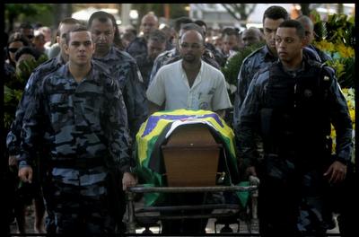 Um policial é morto a cada 32 horas no Brasil