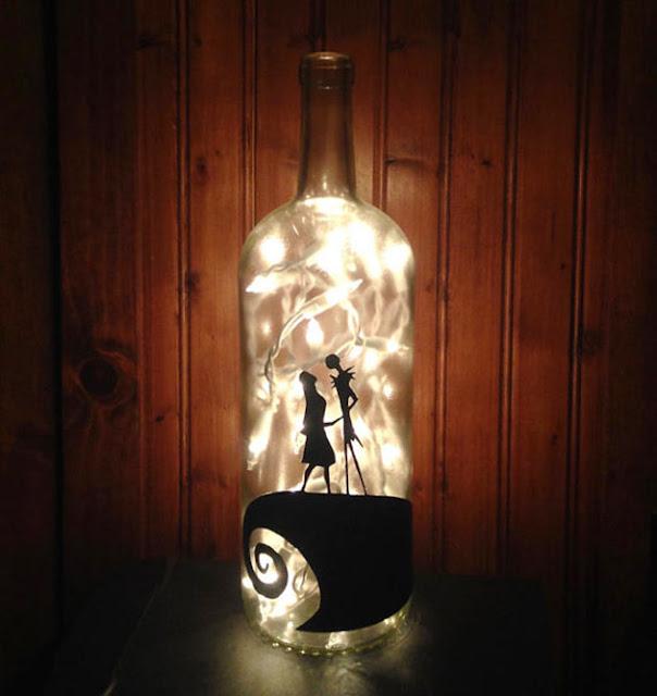 Uma lanterna de garrafa do Estranho Mundo de Jack