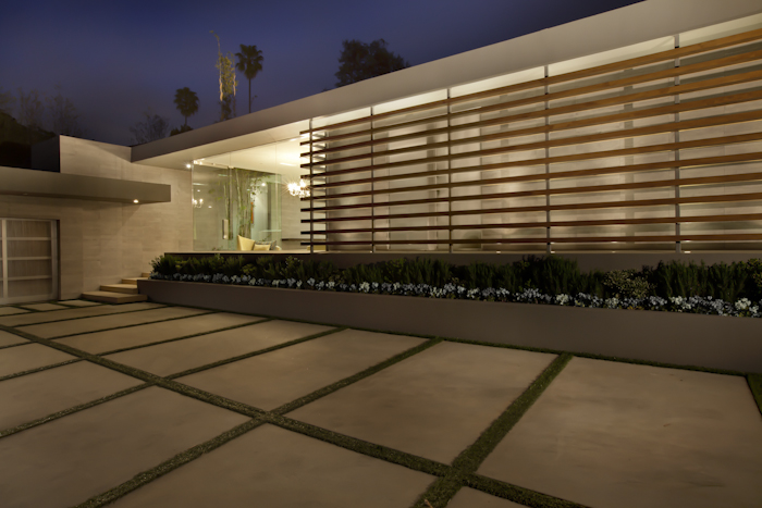Beautiful Modern Home by Shubin + Donaldson Architects at night