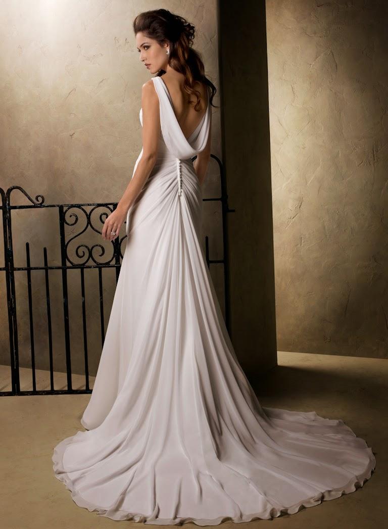 Elegantes fliessendes Chiffon Brautkleid mit Trägern und rückenfrei. leichtes Brautkleid.