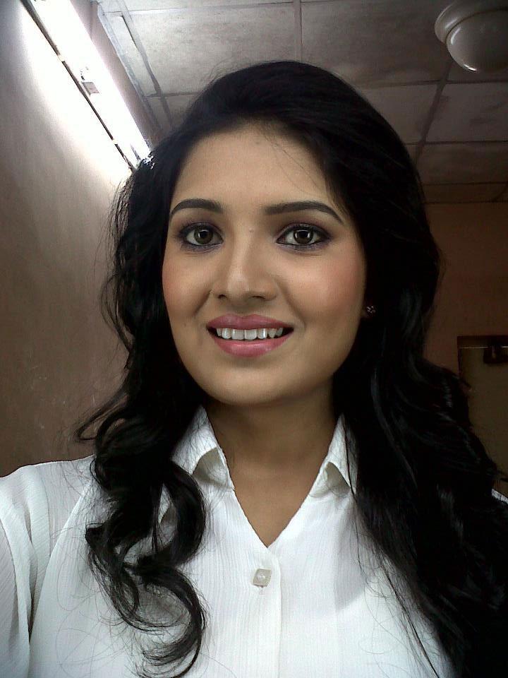 Vani Bhojan Profile Vani Bhojan in Birthda...
