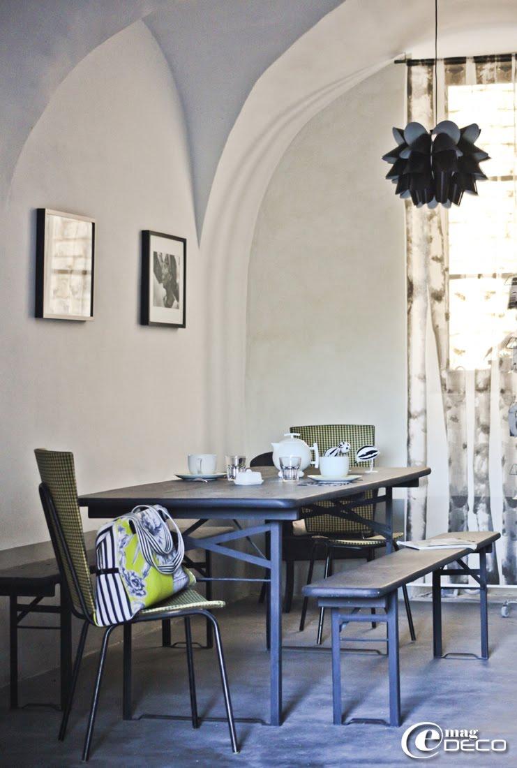 Salon des petits-déjeuners de la maison d'hôtes 'Les Nomades Baroques' à Barjac
