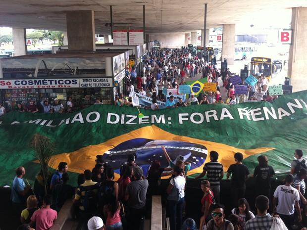 Grupos se manifestam contra o deputado Marco Feliciano e o senador Renan Calheiros em Brasília (Foto: Raquel Morais)