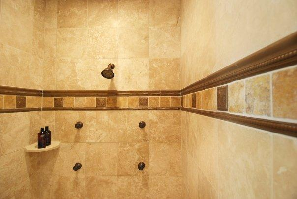 Baños Estilo Toscano:Travertine Shower Walls