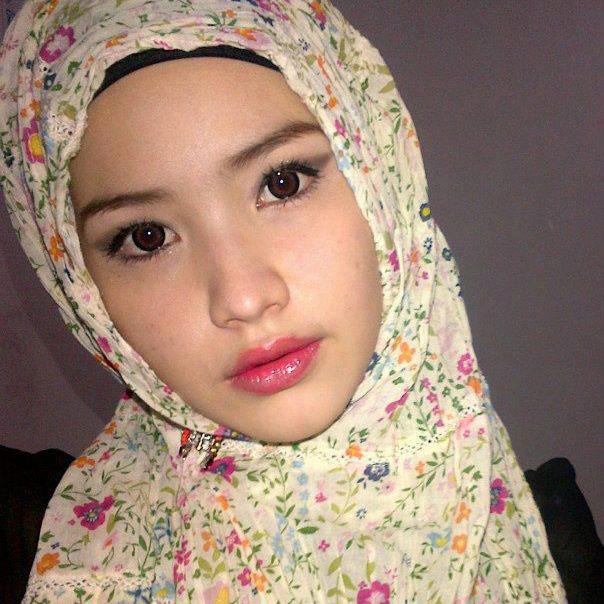 Hadiri Debat Capres dengan Jilbab, Istri Jokowi bikin Pangling karena Tampil Cantik dan Anggun