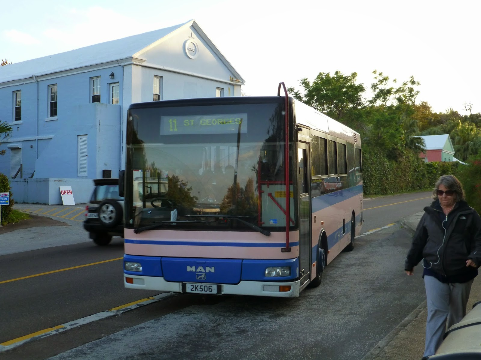 how to get from chipawa to hamilton airport by bus