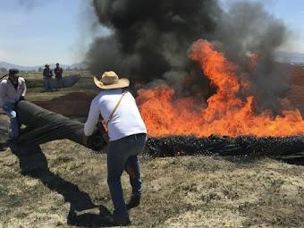 Ejidatarios queman materiales de autopista en Atenco