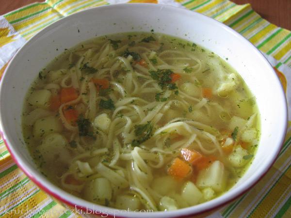 Zupka warzywna z makaronem :)
