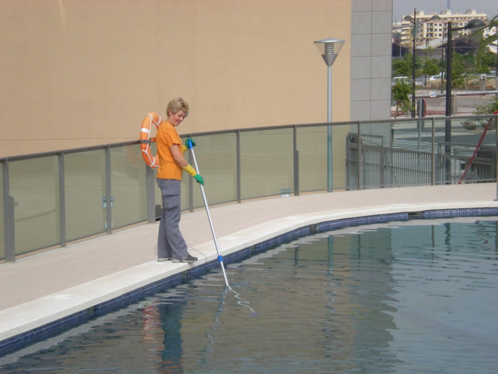 Jelos y guadalaviar mantenimiento de la piscina en invierno for Mantenimiento piscina invierno