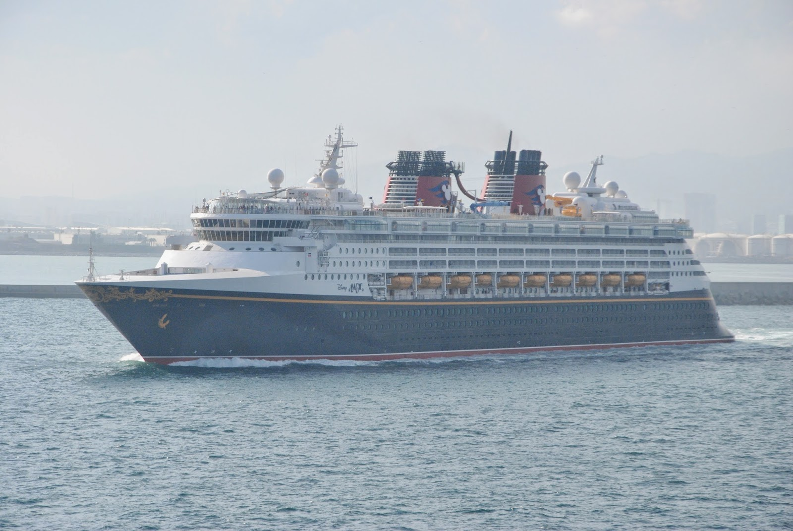 CRUISE SHIPS AND LINERS