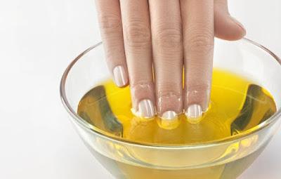 bicarbonato per le unghie, olio essenziale di limone per le unghie, rimedio unghie gialle