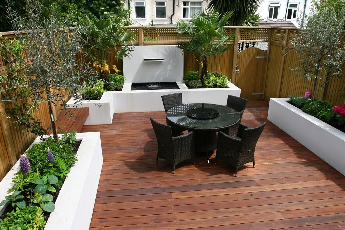 Современный дизайн двора в частном доме своими руками