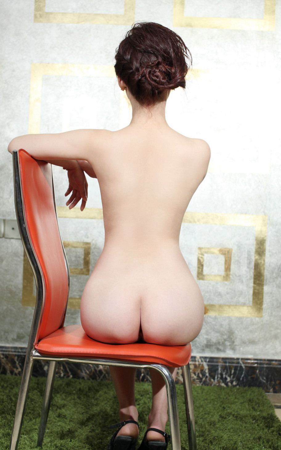 Gái dâm khoe cơ thể trắng nõn nà