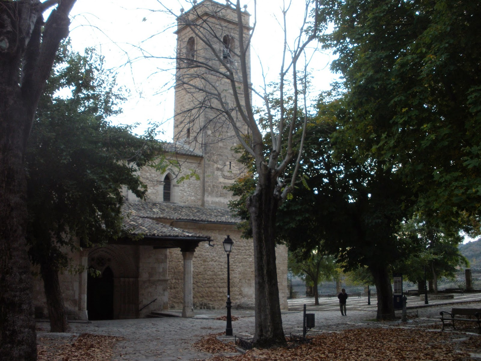 Iglesia de Santa María de la Peña, construida en el s.XIII conservando en su interior una talla románica de la Virgen de la Peña.