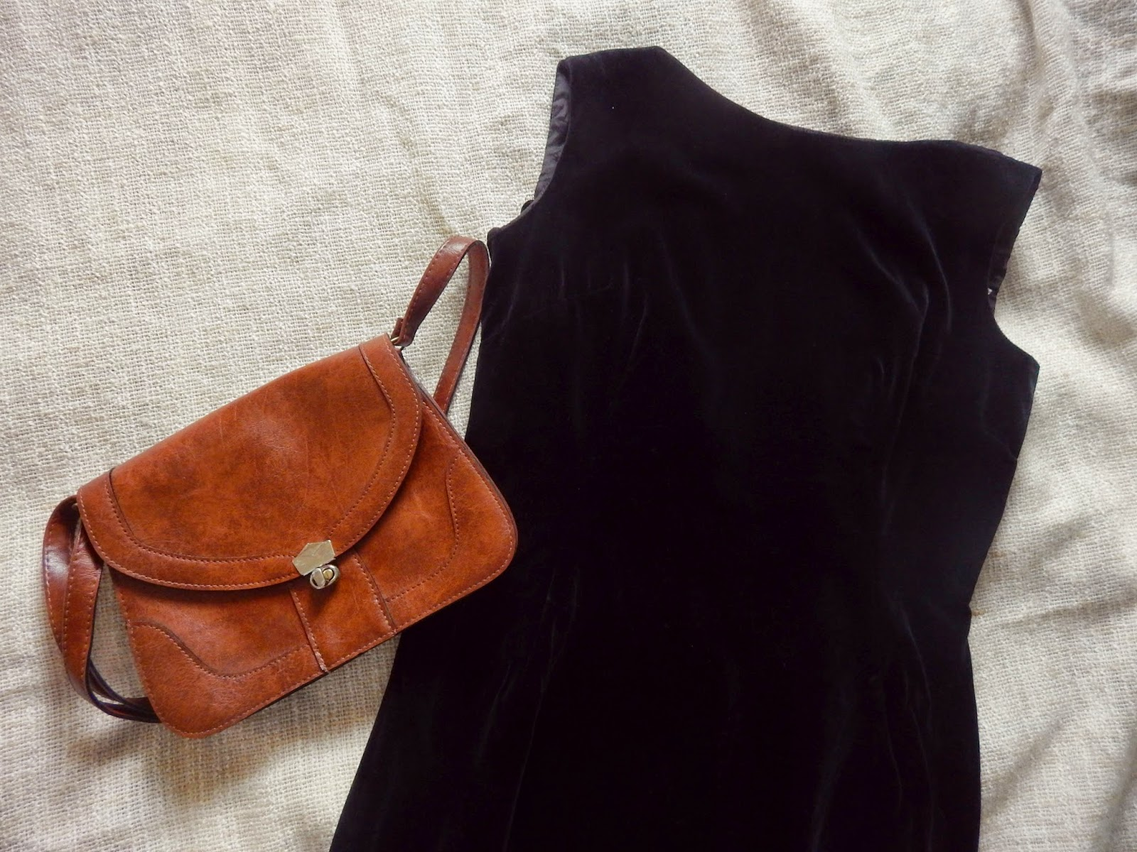 Pinafore and saddlebag