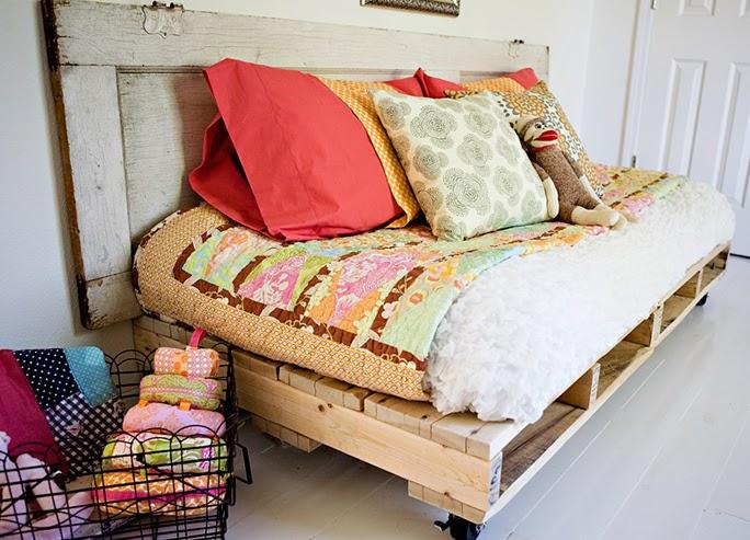 A mi manera transformar pallets en una hermosa cama for Cuantos palets necesito para hacer una cama