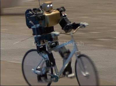 Robot Naik Sepeda