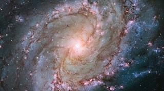 localizada na constelação de Hydra, a galáxia Catavento do Sul, ou M83, é uma das mais brilhantes do nosso céu.