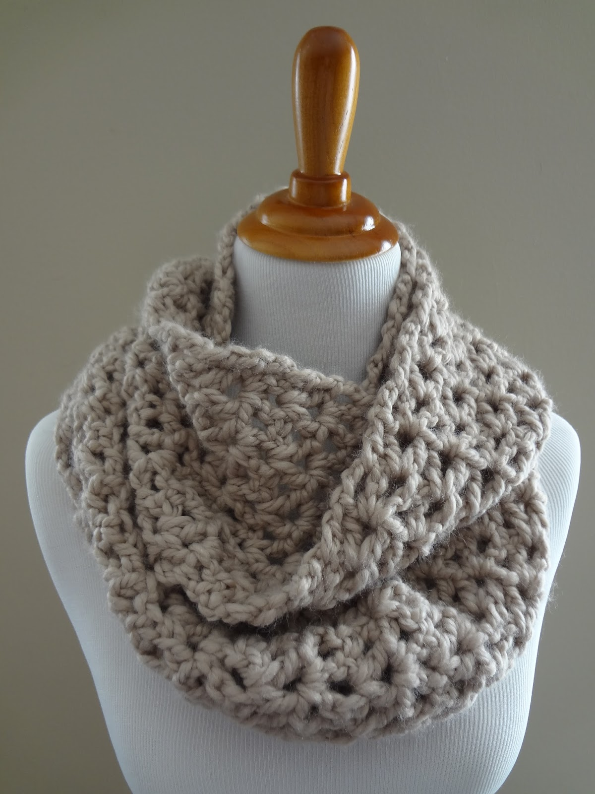 Crocheting Ends Of Infinity Scarf Together : Free Crochet Pattern...Pavement Infinity Scarf!