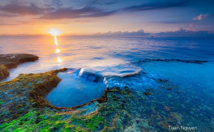 Bình minh rực rỡ ở chốn thần tiên Hang Rái - Ảnh: Tuấn Nguyễn