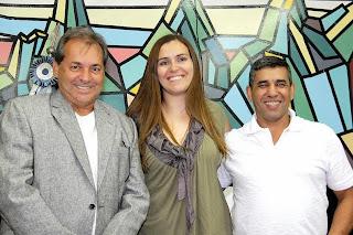 Diretores da Escola de Arbitragem da FERJ, Carlos Elias Pimentel, e da LTD, Gisele Fernandes, com o Secretário de Esportes, Luiz Carlos Oliveira