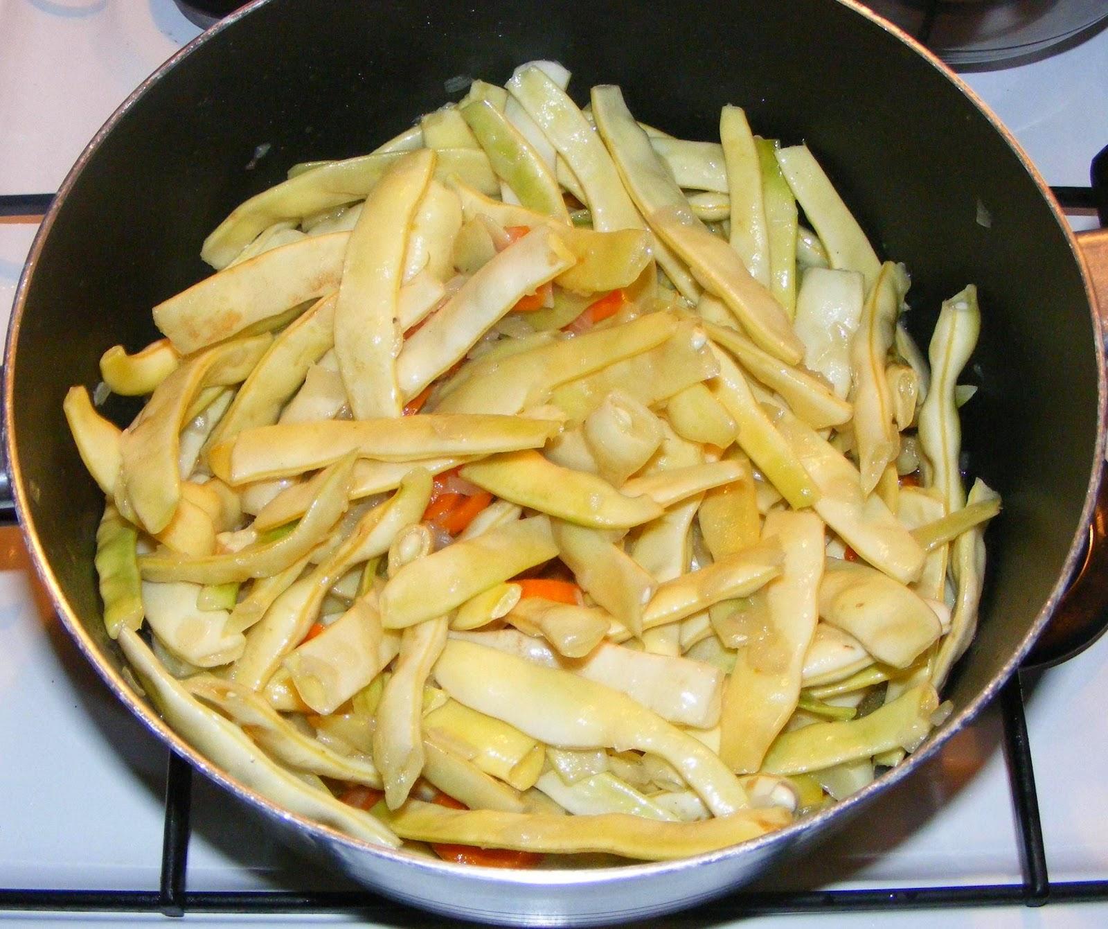 preparare ghiveci de legume, ghiveci, ghiveci de legume, ghiveci cu carne, ghiveci de legume cu pui, reteta ghiveci, preparate din pui, retete cu pui, mancare gatita, retete de mancare, retete culinare, pui cu legume, mancaruri cu pui, retete mancare,