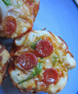 Little Mommy, Big Appetite: Tailgate Treats #1: Mini Deep Dish Pizzas