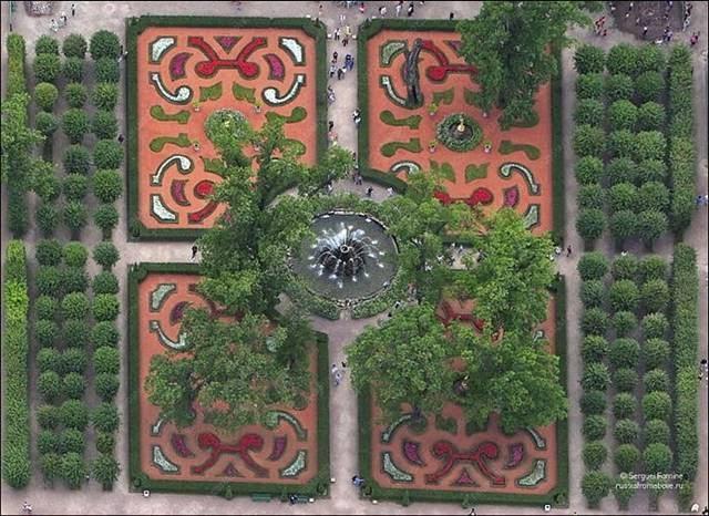 Peterhof, Monplezirsky garden