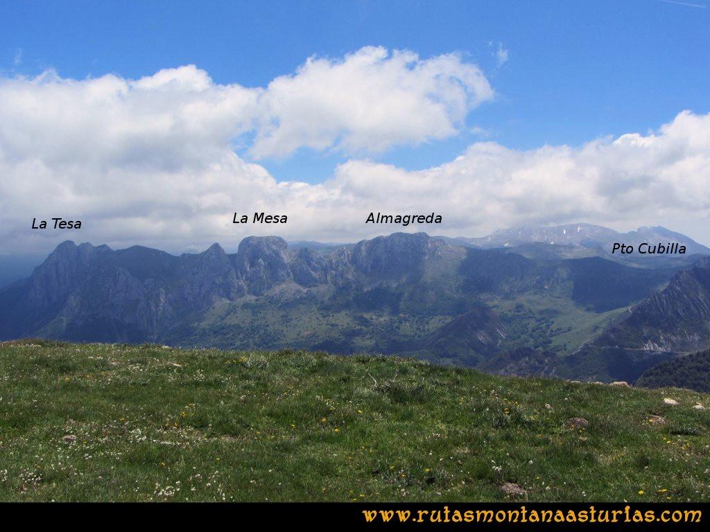 Ruta Tuiza Fariñentu Peña Chana: Vista de la Almagreda, la Mesa y la Tesa desde las inmediaciones del Fariñentu