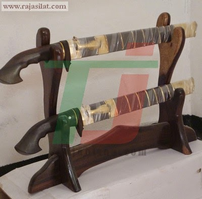 rak pedang