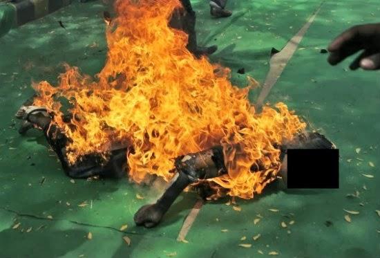 Gambar - Wanita Bakar Diri Kena Cerai Talak 3 | Kerana tertekan dengan masalah rumah tangga yang sering dihadapi tambahan pula diceraikan dengan talak tiga, seorang wanita nekad cuba membunuh diri dengan mencurah petrol dan membakar diri di depan rumah bekas suaminya di Puchong