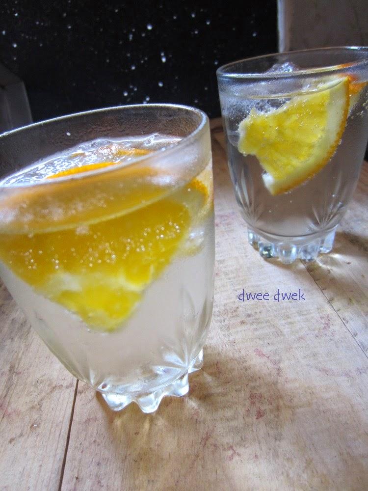 Ini Manfaat Irisan Lemon Pada Air Putih