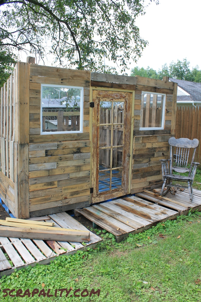 project pallet shed a covered front scrapality. Black Bedroom Furniture Sets. Home Design Ideas