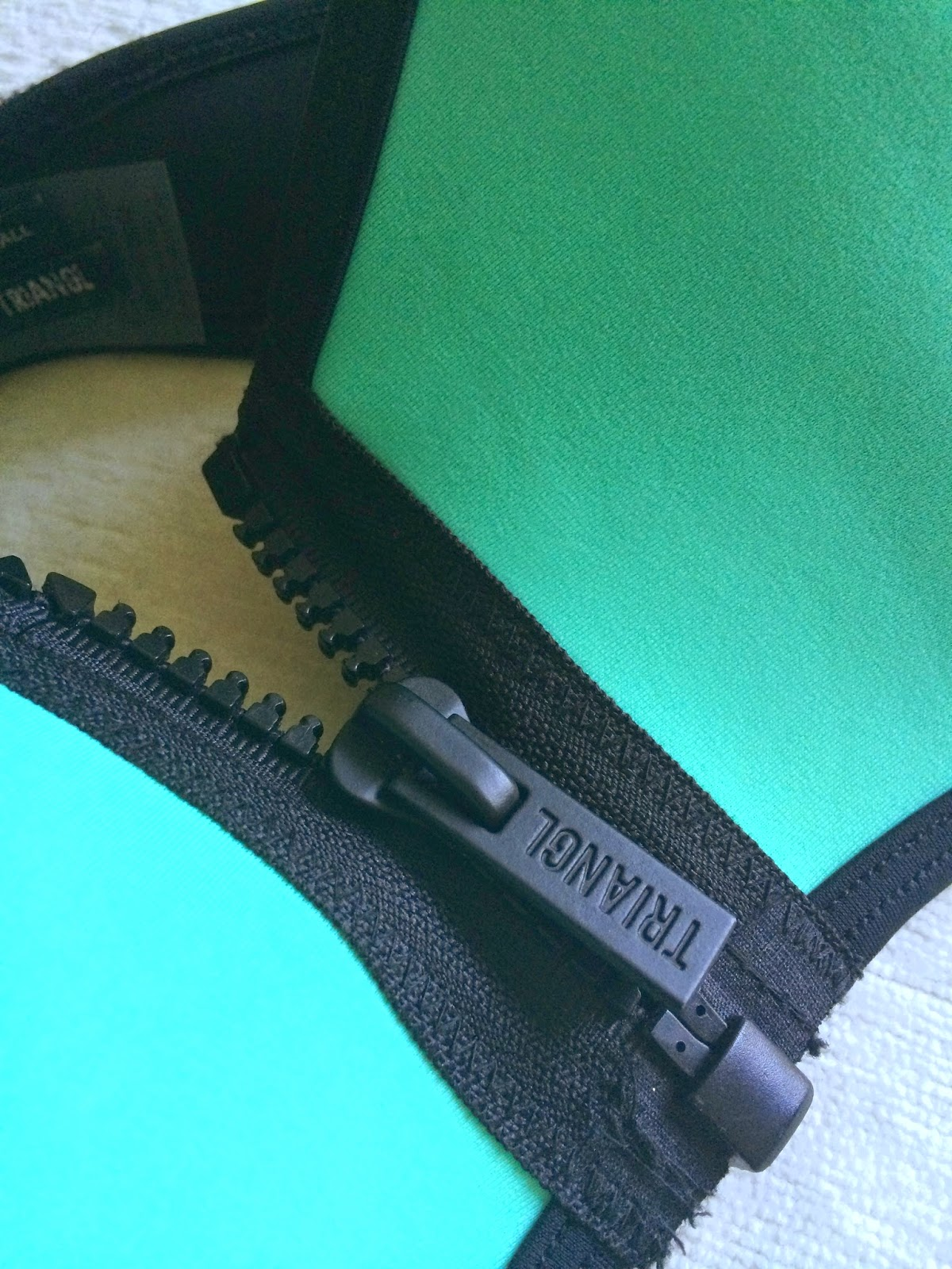 triangl-bikini-strapless-zip