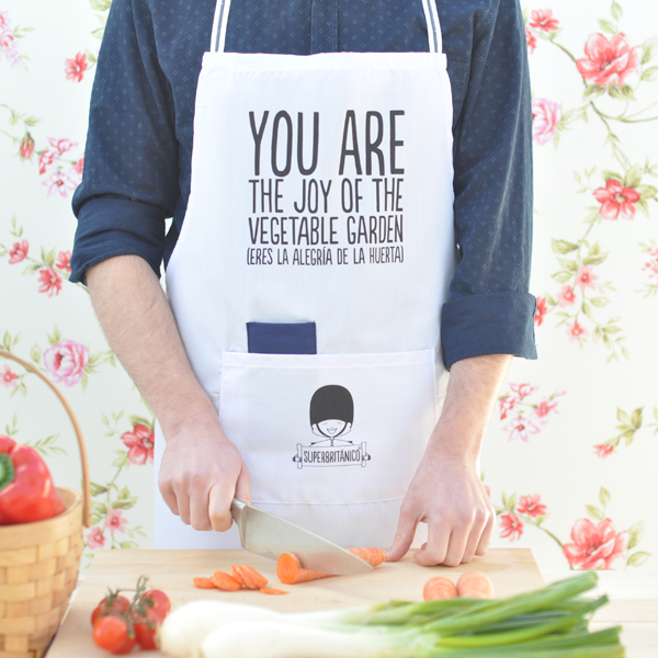 http://www.superbritanico.com/delantales/7-delantal-you-are-the-joy-of-the-vegetable-garden-.html