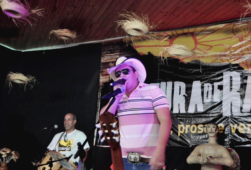 Rodrigo Paraná, locutor de rodeio de Guapimirim
