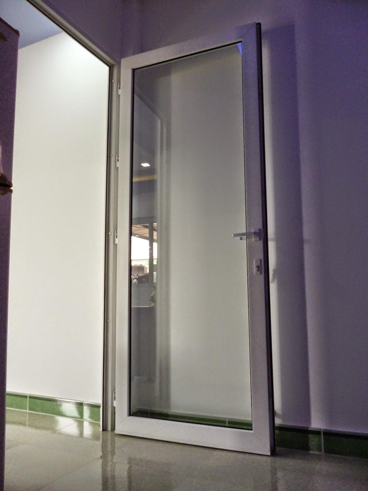 Cửa Đi Nhựa Lõi Thép Mở Quay 1 Cánh Giá Chỉ Từ 1.230.000/m²