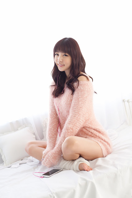 Hong Ji Yeon Sexy in Pink Dress