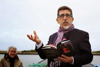 """Ana Paula Mabrouk: """"O escritor A.C.L. em pleno ato declamatório. E que bem lhe ficava a écharpe..."""""""